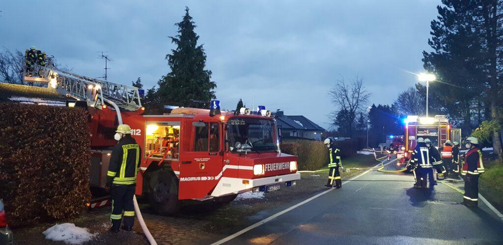 Samstag, 23.01.2021 - Dachstuhlbrand, Brand im Kamin